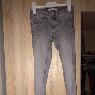 Nästan oanvända jeans från ginatricot