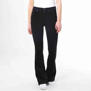 Jeans från Dr.Denim i modellen Macy. Helt oanvända och endast testade! 👊🏼👊🏼💕 Därför är dom i toppskick, skriv privat för fler bilder eller frågor.⚡️