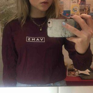 Säljer min superfina Vans tröja, haft den i ungefär 1 år i garderoben så tror ej den säljs längre i affär. Den är aldrig använd! Frakt tillkommer💕 hör gärna av er med frågor osv☀️💕
