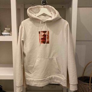 Vad jag kan se så säljs denna hoodie inte längre på carlings hemsida. Super fin och mysig hoodie, stl. S men skulle säga att den sitter mer som en XS. Nypris: 400kr
