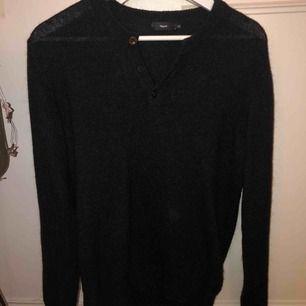 Stickad grå/svart stickad tröja från Filippa K. Jättebra skick, aldrig använd.