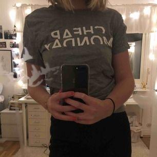 Grå t-shirt från Cheap Monday, knappt använd