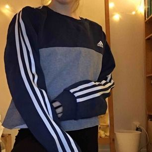 Superfin Adidaströja köpt på humana! Avklippt så den är något croppad:-) köparen står för frakt!