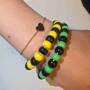 As coola handgjorda pärlarmband i olika färger!   DM för pris! (maxpris 25kr)