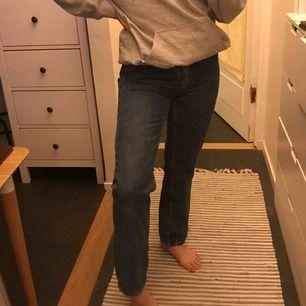 Weekday jeans modell voyage, orginal pris 500 sek. Säljer pga för små :( Jättefint skick inga fläckar eller trasiga, använda fåtal gånger. Kan mötas upp i sthlm närsom, kan även tänka mig att sänka priset vid snabb affär ;)) Fråga gärna!! 💓