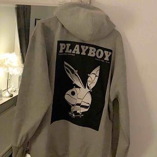 Säljer min populära Playboy hoodie.  Frakt ingår i priset!!!
