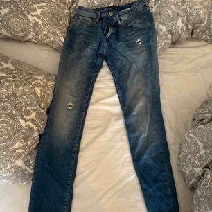 Jeans Strl 31/32 använda 3 gånger så som nya. Köpta för 800:- pris kan diskuteras vid snabb affär