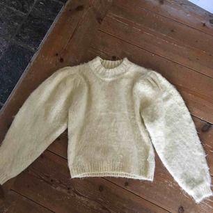 Jättefin tröja med lappen kvar! Köpt här på plick men aldirg använd av henne eller av mig! Så mjuk!