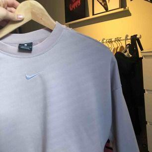 Aldrig använd, den är som ny. Tröja från Nike super mysig och fin i ryggen.