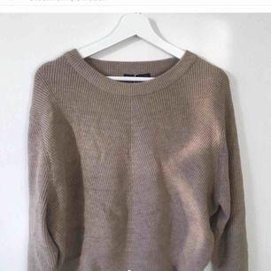Asskön mjuk tröja från Zara, andvänd 1 gång, nypris 350, säljer för 200 💓  skriv för mer bilder