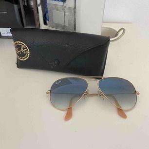 Äkta solglasögon från ray ban köpta i New York. Säljer då jag i te får användning av dem. Köparen står för frakt.