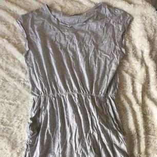 Säljer min snygga klänning. Den är i storlek M och är köpt på Lager157