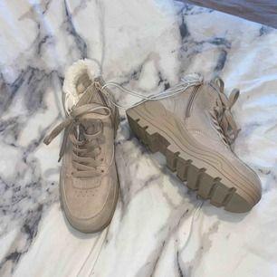 Oanvända vinter skor