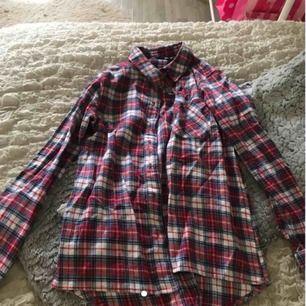 Skjorta  Använd 1 gång