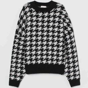Finstickad tröja från HM, har bara använt den en gång! (Köpte den för 200kr)