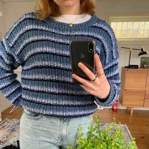 Handstickad tröja från second hand, ingen lapp i men skulle tippa på att det är stl m, köpare står för frakt🔥
