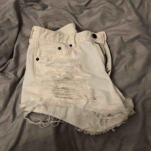 Vita shorts. Nyskick.   40kr + frakt (44 kr) ♻️