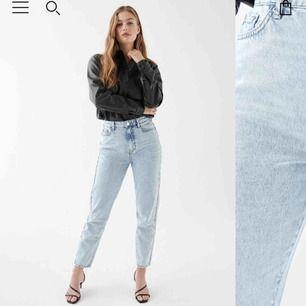 Säljer dessa jättefina ljusblåa jeans från Gina. Vill gärna använda dem men de är tyvärr förstora för mig🥺  Köpt för 499kr, säljer för 300kr men frakt tillkommer också eller mötas upp i närheten av Norrtälje.