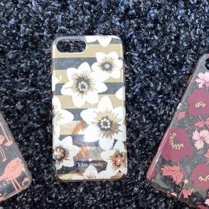 Säljer iPhone 7/8 plus skal från Kate Spade (2 högra) och ett från Dabney Lee med flamingos! Knappt använda då jag snabbt därpå bytte telefon, därför i bra skick! 75kr styck!