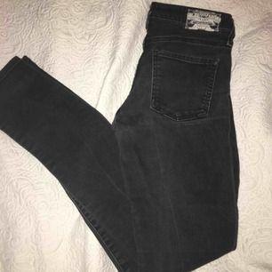 Crocker jeans i storlek w24. Använda men i fint skick. Buda!