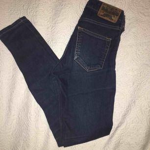 Crocker jeans i w24, använda men i fint skick! Buda!