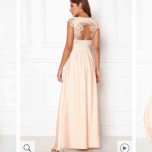 Säljer rosa/beige balklänning, aldrig använd pga fel storlek. Prislapp finns kvar.