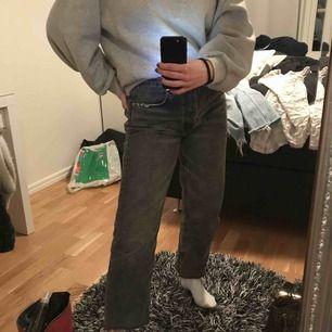 Zara jeans endast använda två gånger. Säljer pågrund av förstora.