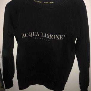 säljer min acqua limone tröja som ja köpte här på plick. Den är en xxs men är som en xs o passar nog till dom med S.