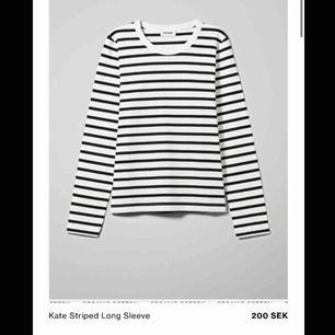 Kate striped long sleeve från Weekday. Köpt nyligen och knappt använd. Originalpris: 200kr. Frakt ingår ej 💛