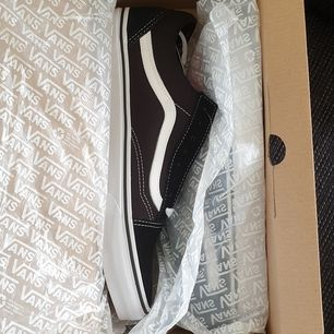Hej! Säljer ett par helt  nya vans skor i storleken 39. Skriv gärna vid frågor!