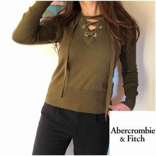 Mossgrön tröja från Ambercrombie & Fitch inköpt i USA för 750kr. Tröjan är supermjuk och skön i 100% bomull. Frakt 50kr