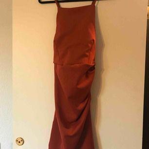Figursydd klänning från Nelly. Storlek S.  Använd en gång och är som ny.