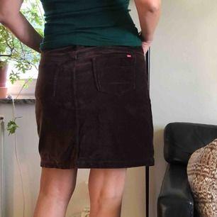 Kjol från Esprit i skön stretchig sammet Frakt 40kr