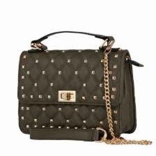 Väska använd 1 gång Valentino liknande Köpare står för frakt