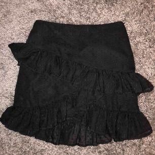 Jättesöt volang kjol från bik bok 💛 (pris + frakt)