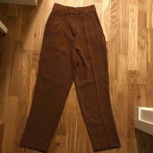 Kostym liknade byxor från hm. Fint material och använda en gång.