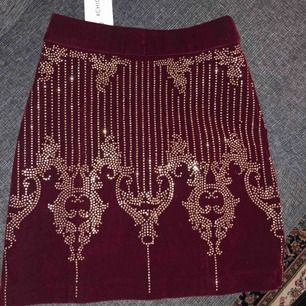 Helt ny kjol från Chiquelle med prislappen kvar. Den var för liten för mig och bara legat.