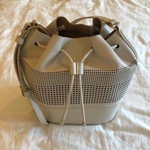 Ljusrosa väska från Zara. Köparen står för frakt. Fraktpris är 50kr.✨