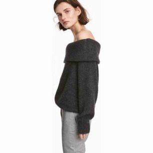 Snygg mörkgrå stickad tröja i storlek S från H&M. Använd 1-2 ggr. Köparen står för frakt. Fraktpris är 50kr.✨