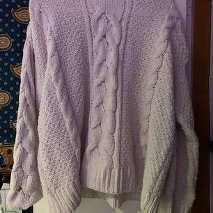 världens mysigaste stickade tröja. frottématerial. liten i storleken