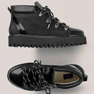 Så gott som nya Ganni skor. Använda två gånger vid kortare tillfällen. Nypris: 2549 nu 1500kr
