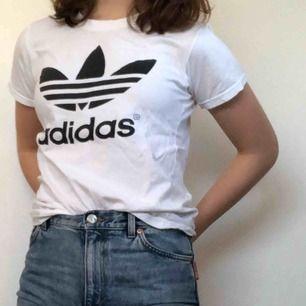 Adidas t-shirt, 40kr + frakt :) kontakta för mer info