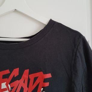 Asball T-shirt från H&M 😊 Möts upp i Uppsala eller Stockholm, annars står köparen för frakt 👍
