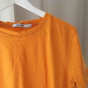 T-shirt från märket NAKD i storlek S.