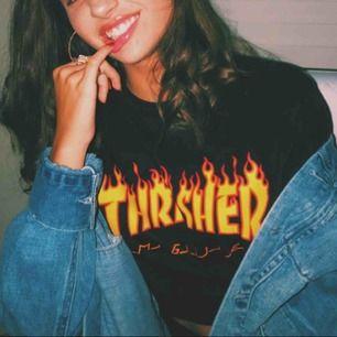 Äkta Trasher t-shirt. Köpt här på Plick men säljes då det inte kommer till användning. Sitter liiite oversized på mig som är s men inget extremt. Frakt inkl, dm för fler bilder
