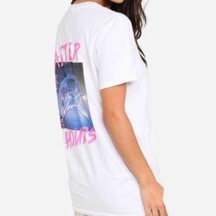 Säljer två t-shirts från Missguided med samma tryck i vit och grå. Båda för 170kr inkl frakt. En för 100kr inkl frakt