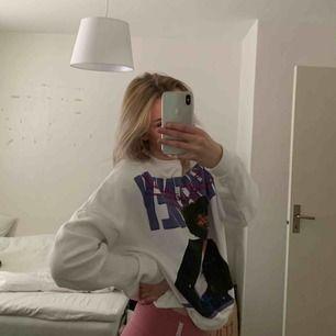 Sweatshirt från stay med fint tryck, mycket bra skick.