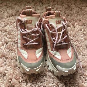 Sneakers med platå från cat!! Bara använda 1 gång! Storlek 37!