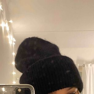 Skönaste mössan från Zara. Liknar mössan från Acne Studios!