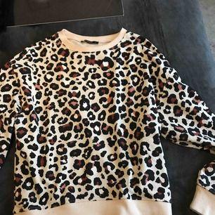 Jätte fin leopard tröja.